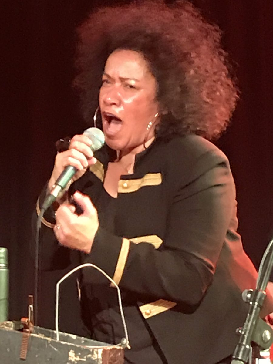 Vika Bull performing at The Roxy with Paul Kelly 10/22/17